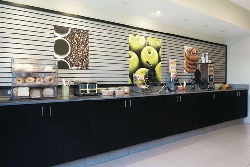 La Quinta Inn & Suites by Wyndham Fairfield - Napa Valley - Fairfield - Buffet