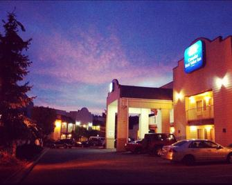 Canadas Best Value Inn & Suites Princeton - Princeton - Building