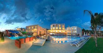 Bodrum Beach Resort - בודרום - בריכה