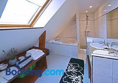 Gites De La Cote D'Emeraude - Dinard - Bathroom