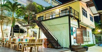 Nty Hostel Near Suvarnabhumi Airport - Bangkok - Patio