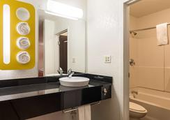 Motel 6 Uvalde Tx - Uvalde - Bathroom