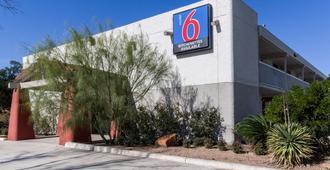 Motel 6 Uvalde, TX - Uvalde - Außenansicht