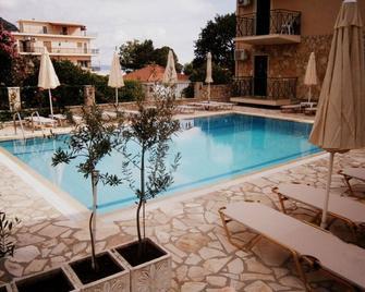 Petros Studios - Poros (Cephalonia) - Pool