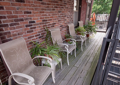 Oasis Guest House - Boston - Patio