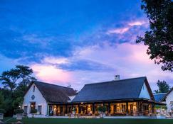 Royal Livingstone Victoria Falls Zambia Hotel by Anantara - Livingstone - Gebouw