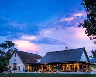 Royal Livingstone Victoria Falls Zambia Hotel by Anantara - Лівінгстоун - Будівля