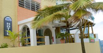 Sandy Beach Hotel - San Juan - Edificio