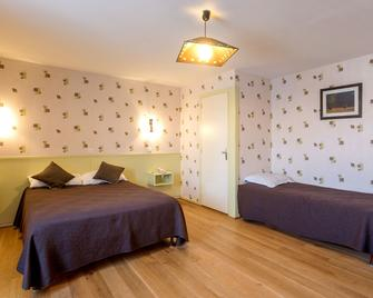 Hotel de la Poste - Mornant - Bedroom
