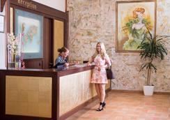 Hotel Praga 1 - Prague - Front desk