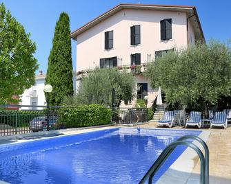 Hotel Santa Maria - Bardolino - Piscina