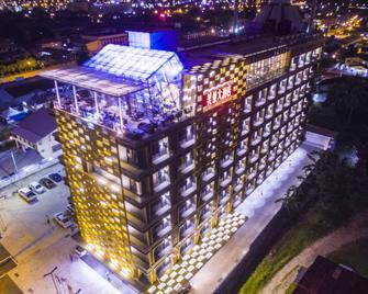 Hotel Labuan Point - Labuan - Building