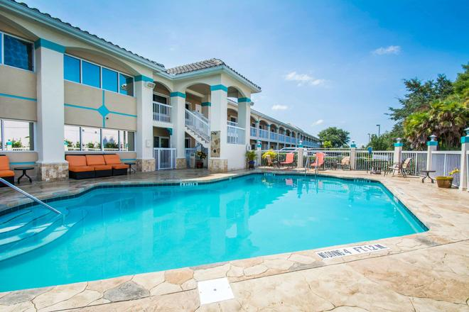 Quality Inn Clermont West Kissimmee - Clermont - Pool