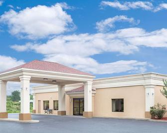 Super 8 by Wyndham Danville - Danville - Building