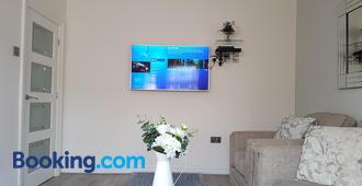 Acacia House - Manchester - Living room