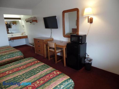 Dakota Country Inn & Suites - Platte - Bedroom