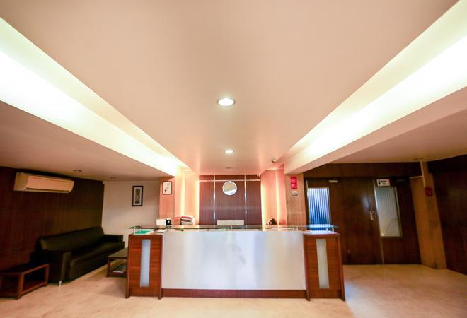 幸運格爾岡酒店 - 孟買 - 櫃檯