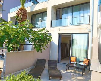 Beach Hotel Split - Podstrana - Patio