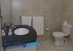 The Suburban - Bloemfontein - Bathroom