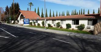 Ez 8 Motel San Jose I - סן חוזה - בניין