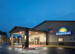 Days Inn & Suites by Wyndham Athens Alabama - Athens - Building