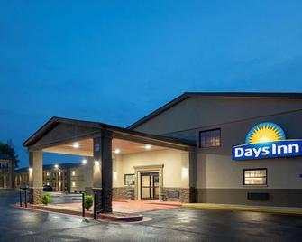 Days Inn & Suites by Wyndham Athens Alabama - Athens - Building
