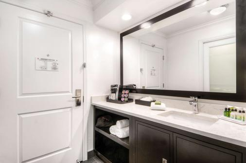 Aggie Inn, an Ascend Hotel Collection Member - Davis - Bathroom