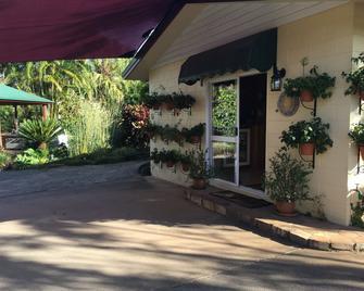 Kookaburra Lodge - Yungaburra - Outdoors view