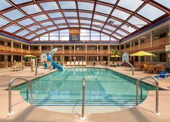 AmericInn by Wyndham La Crosse Riverfront Conference Center - La Crosse - Pool