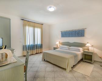 Hotel Biderrosa - Cala Liberotto - Bedroom