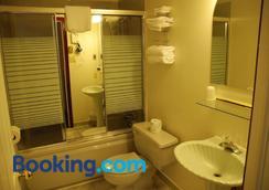 康門斯旅館 - 哈立法克斯 - 哈利法克斯 - 浴室