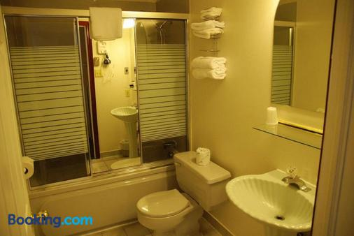 Commons Inn - Halifax - Bathroom