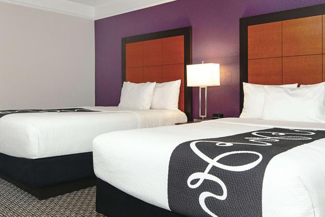 La Quinta Inn & Suites by Wyndham Ontario Airport - Ontario - Bedroom