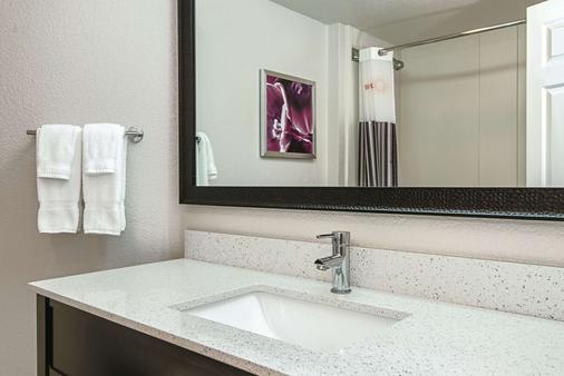 La Quinta Inn & Suites by Wyndham Ontario Airport - Ontario - Phòng tắm