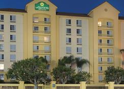 La Quinta Inn & Suites by Wyndham Ontario Airport - Ontario - Edificio
