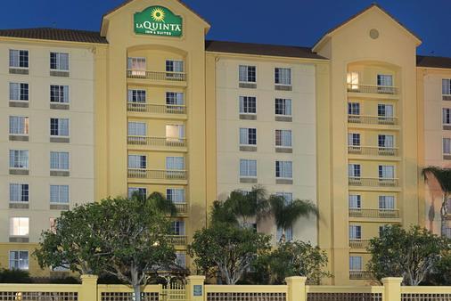 La Quinta Inn & Suites by Wyndham Ontario Airport - Ontario - Toà nhà