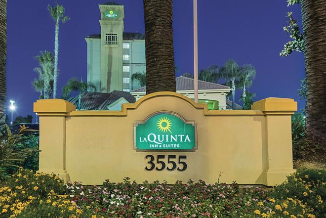 La Quinta Inn & Suites by Wyndham Ontario Airport - Ontario - Building