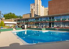 Genetti Hotel, SureStay Collection by Best Western - Williamsport - Pool