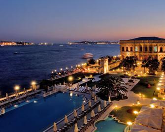 Ciragan Palace Kempinski - Estambul - Pileta