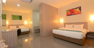 Nadias Hotel Cenang Langkawi - Langkawi - Bedroom