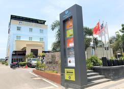 Nadias Hotel Cenang Langkawi - Langkawi - Building