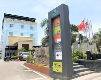 Nadias Hotel Cenang Langkawi - Langkawi Island - Building