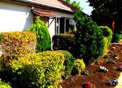 Kyriad Chantilly Sud - Luzarches - Chaumontel - Widok na zewnątrz