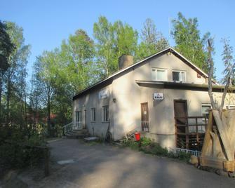 Guest House Ugrin Paikka - Коувола - Building