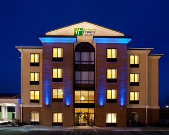 Holiday Inn Express Hotel & Suites Cleveland - Richfield, An IHG Hotel - Richfield - Building