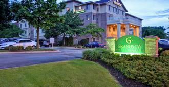 GrandStay Hotel & Suites La Crosse - Ла-Кросс