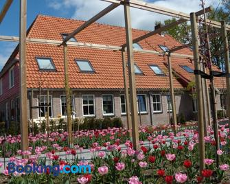 B&B De Strandhoeve - Blokzijl - Building