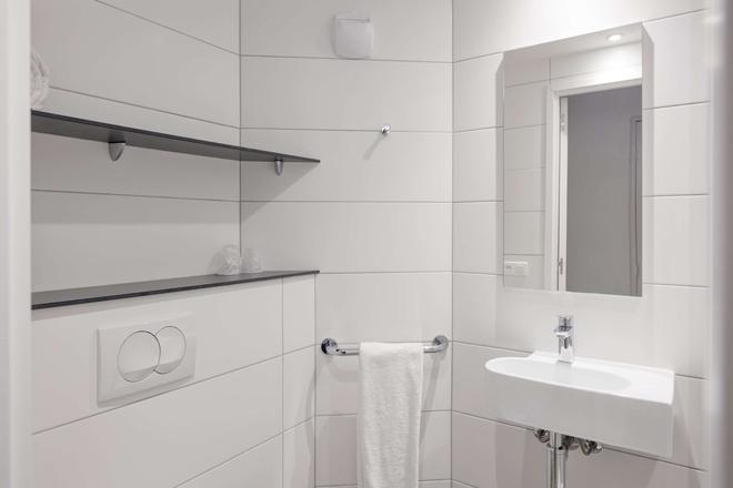 Premiere Classe Lyon Centre - Gare Part Dieu - Lyon - Bathroom