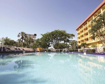 La Quinta Inn & Suites by Wyndham Coral Springs Univ Dr - Coral Springs - Bazén