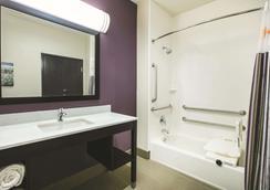 La Quinta Inn & Suites by Wyndham Colorado City - Colorado City - Schlafzimmer